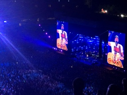 My sister's fave, Luke Bryan, closing out the show.